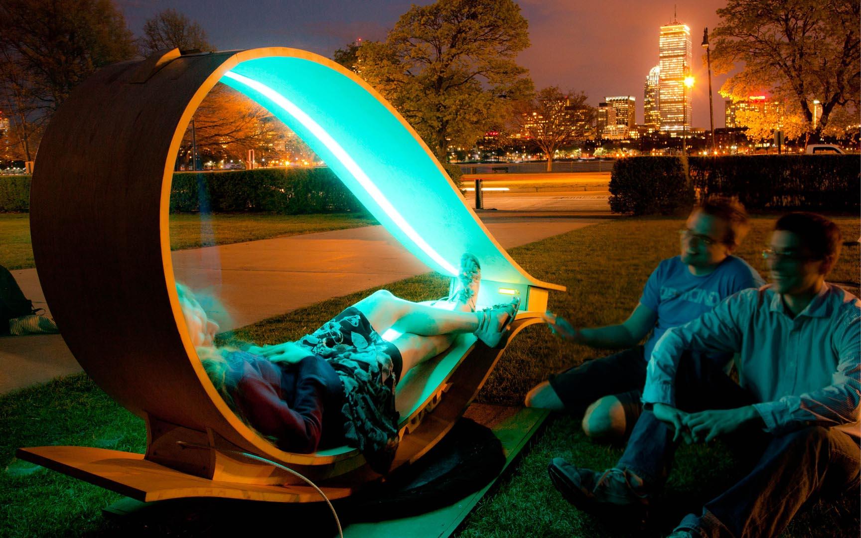 mit-soft-rocker-solar-powered-sun-lounger5