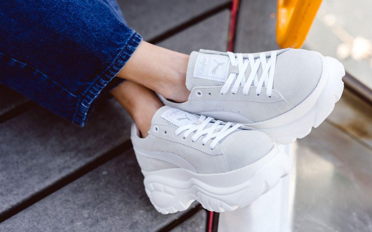 https_hypebeast.comwp-contentblogs.dir6files201811puma-buffalo-london-suede-platform-sneaker-gray-on-foot-6